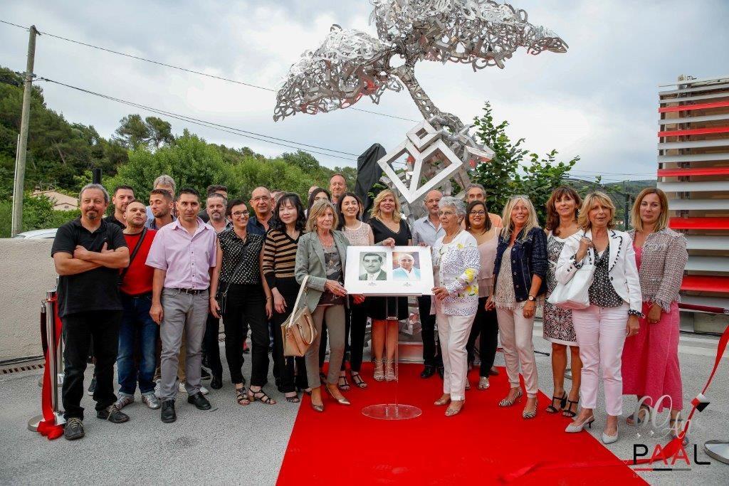Inauguration de la sculpture monumentale en aluminium : L'Arbre de la Connaissance, par l'artiste Laurent BOSIO - Avec les collaborateurs PAAL et la famille SCARAMOZZINO
